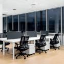 Fauteuil avec accoudoirs et bureaux partagés