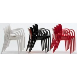 Lot de 2 fauteuils TIFFANY en nylon empilés coloris noir, blanc et rouge