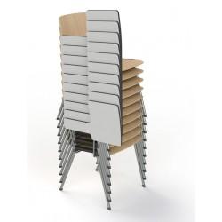 Chaise empilable au sol