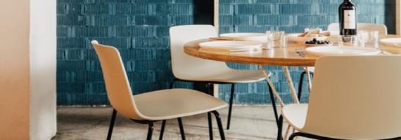 Chaises de restaurant en bois ou en vinyle pour CHR et EHPAD