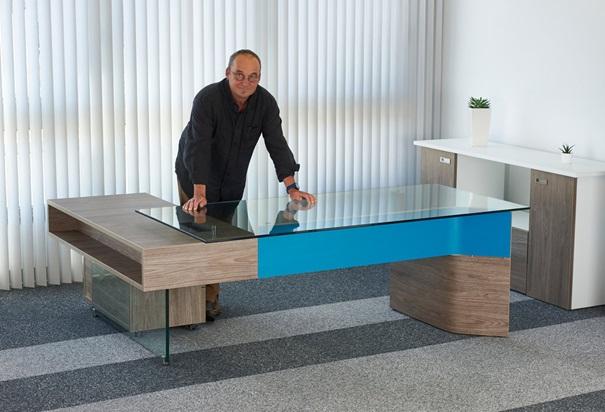 Bureau de direction design en verre et bois