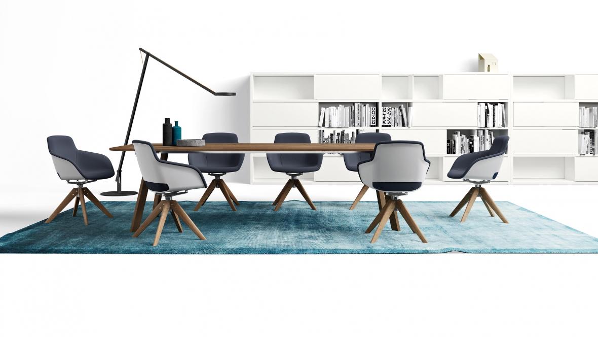 table de reunion avec des chaises en piétement bois
