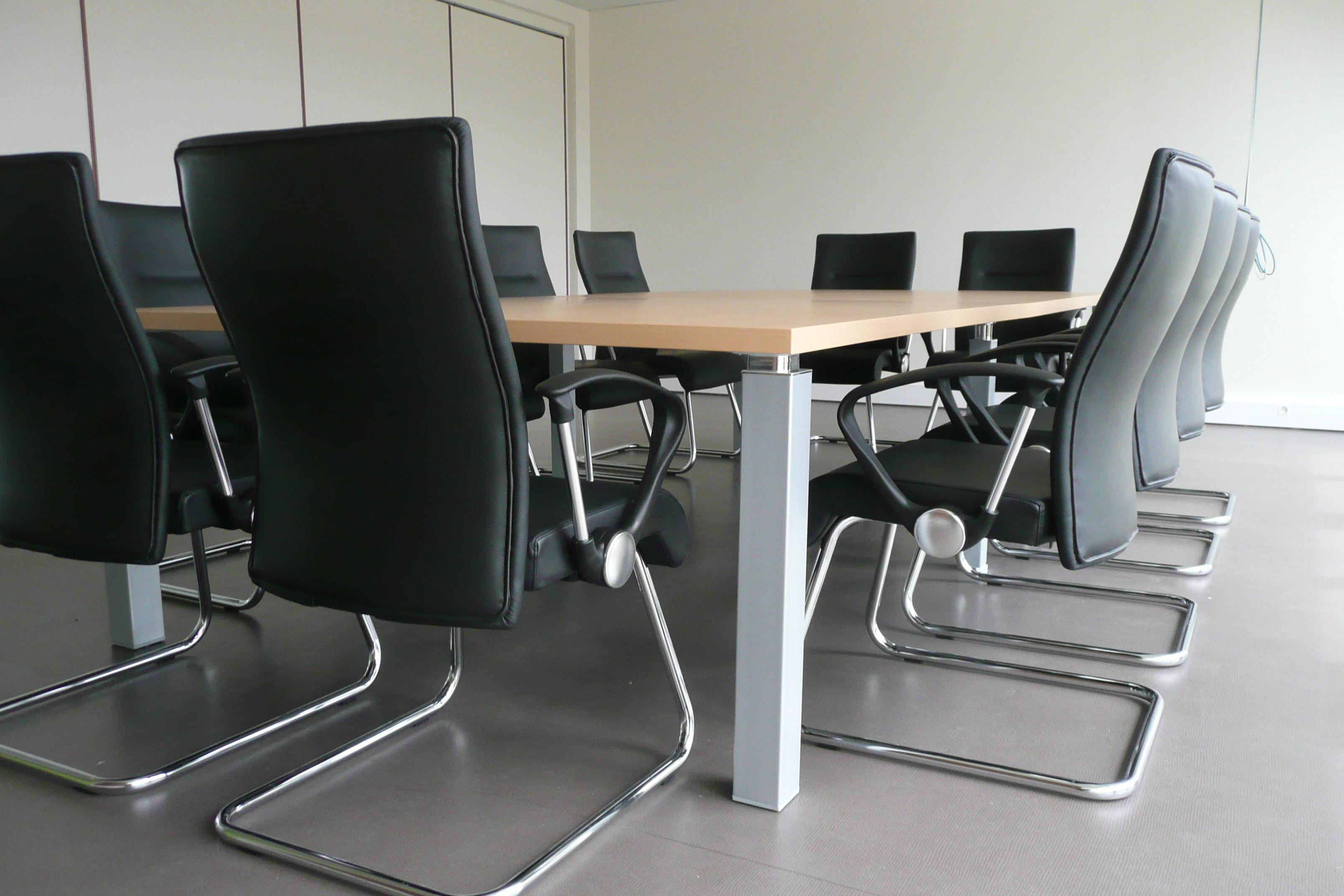 Une salle de réunion design réalisée par Concept Bureau