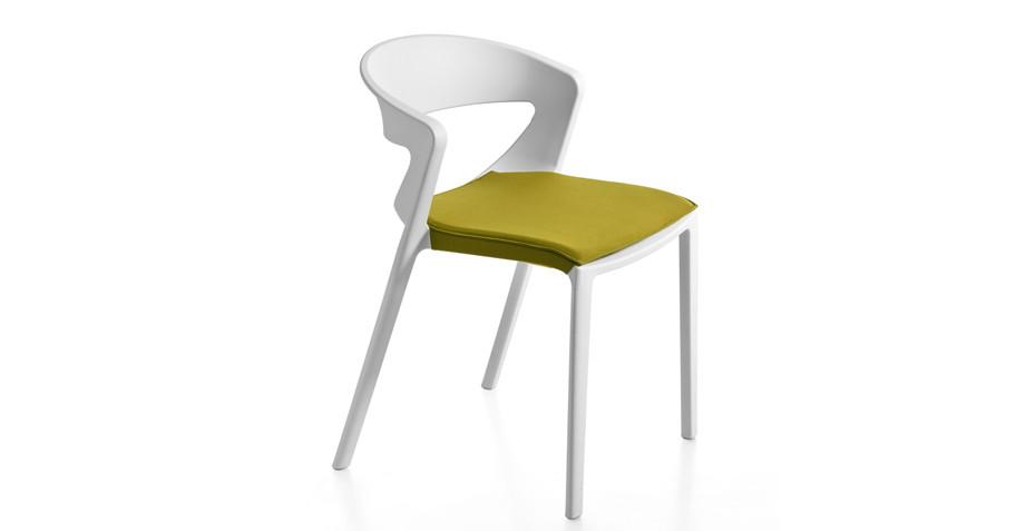 Chaise en polypro avec assise rembourrée
