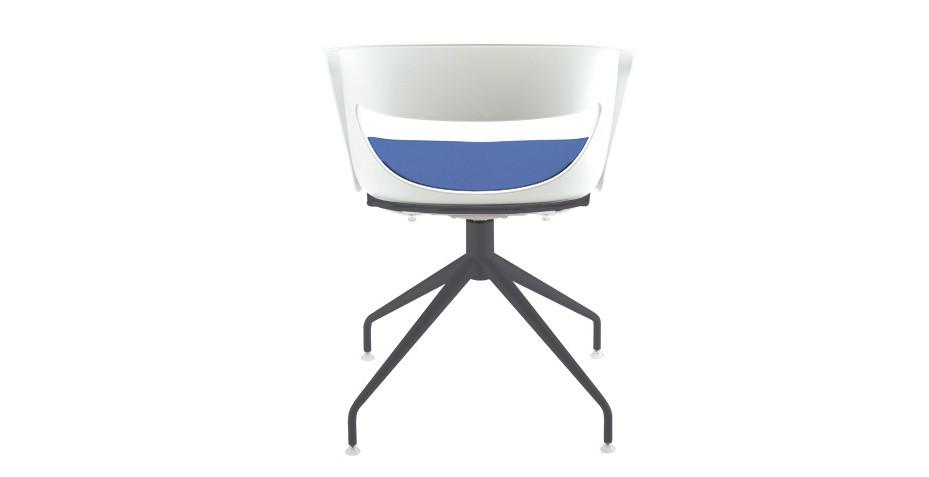Chaise polypro avec piétement coloris noir