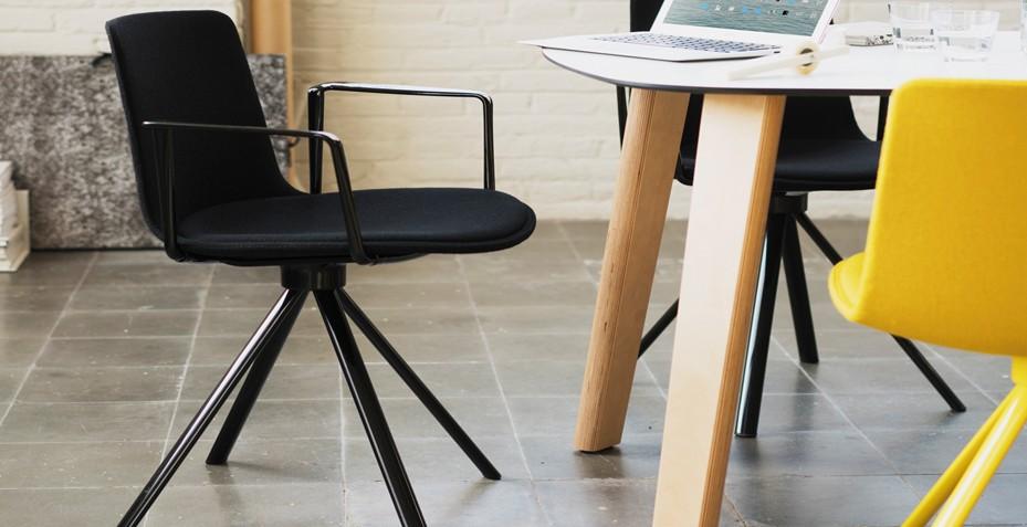 Aménagez votre salle de réunion avec nos chaises de la gamme YASMA. Confortable, elles permettront à vos collaborateurs d'être plus créative.