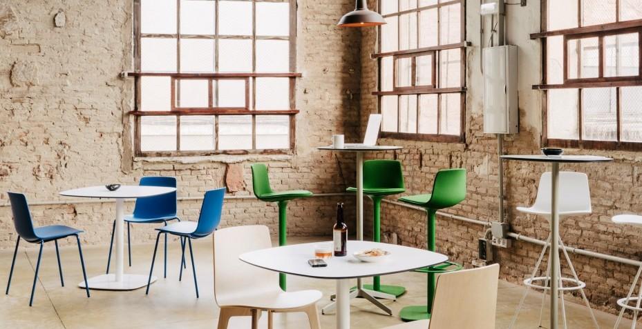 Découvrez les différentes possibilités de la chaise YASMA pour votre restaurant !