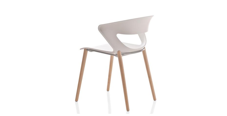 Chaise polypro avec piétement bois