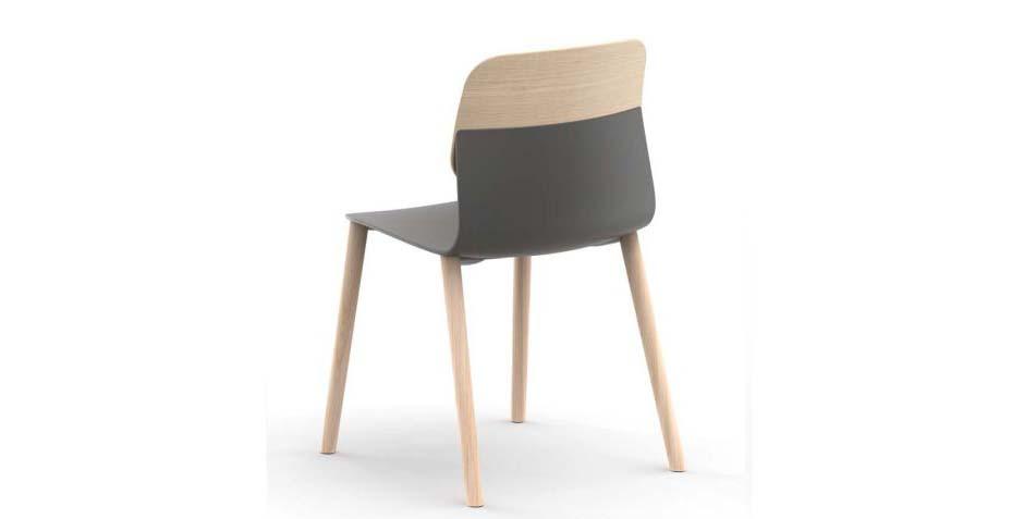 Chaise avec piétement et dossier bois